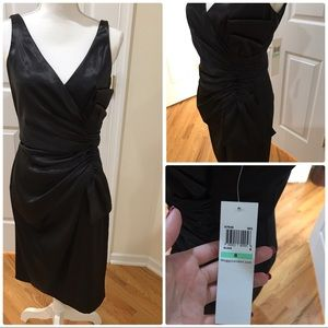 Black v neckline dress with bow accent